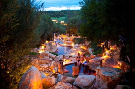 Peninsula hot springs night 600x399